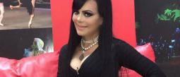 Maribel Guardia presume pronunciado escote